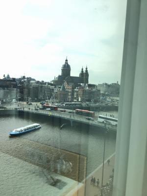Pemandangan taliair dari salah sebuah Homestay Amna home diAmsterdam