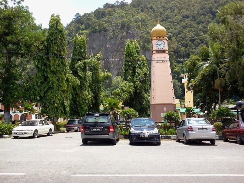 Foto ini diambil dari http://www.panoramio.com/photo/78972494
